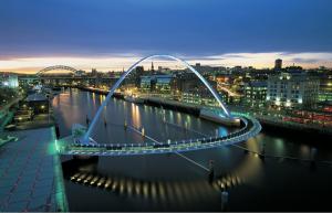 """Единственный в мире поворачивающийся мост """"Миллениум (Гейтсхед)"""", выполненный по проекту WilkinsonEyre"""